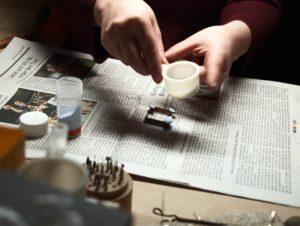 Kunsthandwerk, Handwerk, Schmuck, Schmuckherstellung, Email, Emaille, Feueremail, Opakemail, goldschmieden, Goldschmied, emaillieren, Emailleur, Schmuckdesign