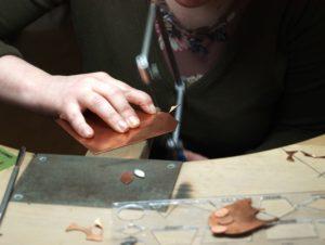 Kupfer, Schmuck, sägen, Laubsäge, goldschmieden, Goldschmied, Schmuckherstellung, Handwerk, Kunsthandwerk, Schmuckdesign